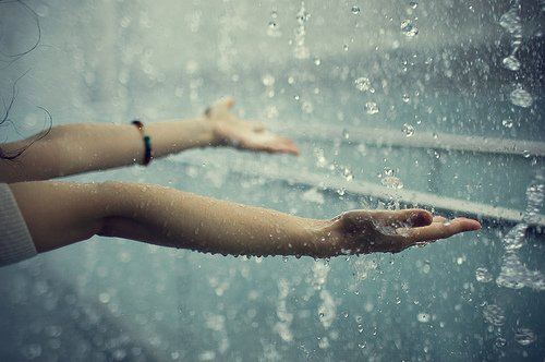 raindrops_falling_onto_girls_hands